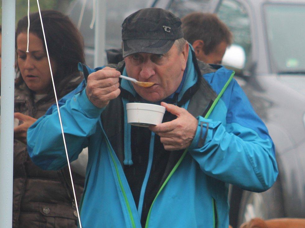 Soutěže ve vaření kotlíkových gulášů jsou nejen na Vyškovsku oblíbenou zábavou.