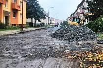 Rekonstrukce vyškovského Smetanova nábřeží v ulici vedoucí od bytového komplexu po bývalých lisovnách směrem k Hané má skončit do 30. listopadu.