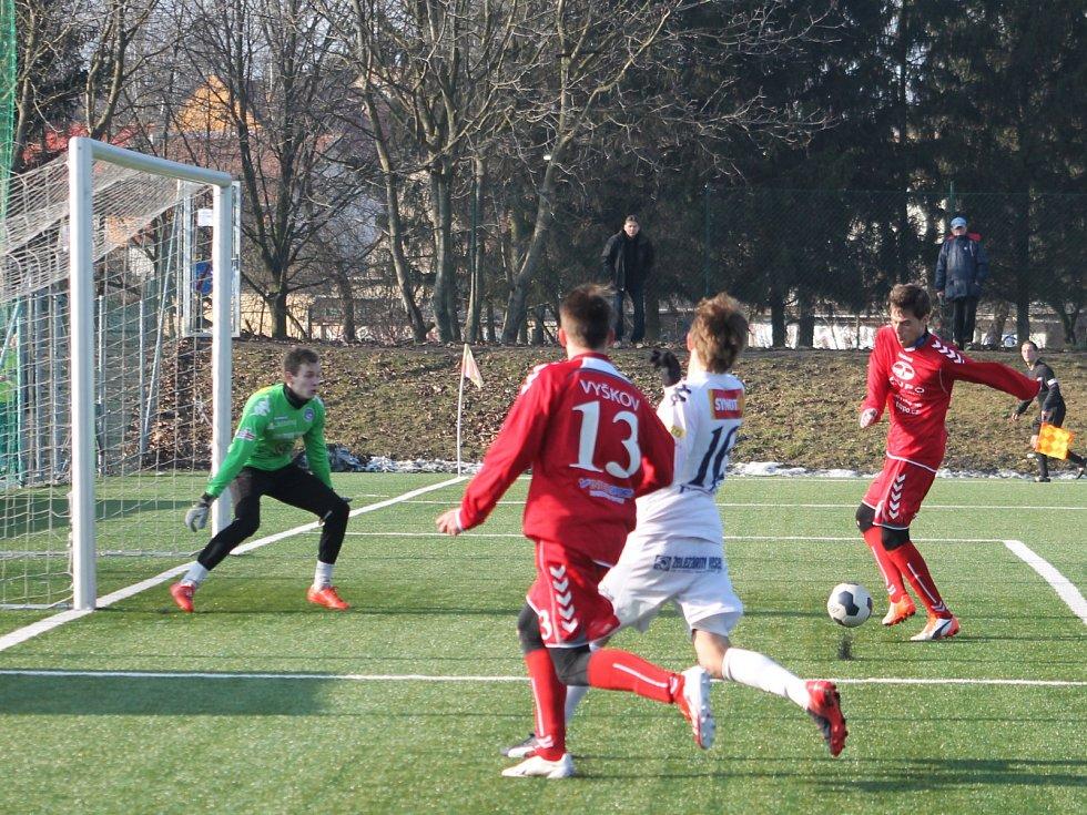 V přípravném utkání na umělém trávníku ve Vyškově porazil domácí MFK rezervu Slovácka 2:1 dvěma brankami Josefa Ličky.
