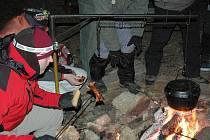Nositelem tradice zimního Nocování na Urbánku je slavkovské sdružení Austerlitz Adventure.