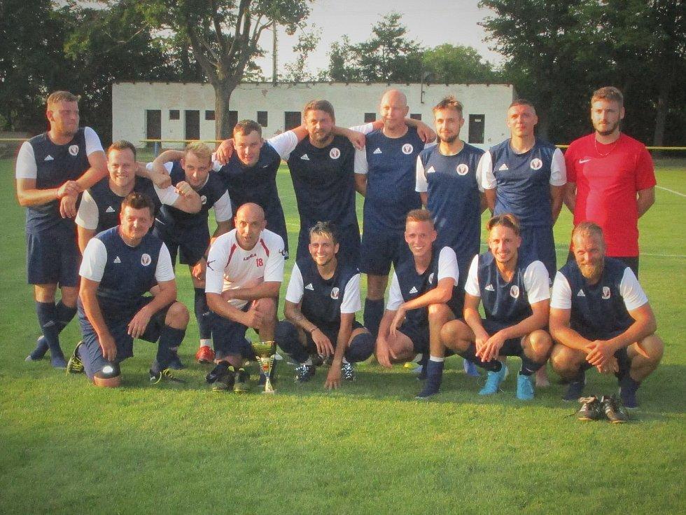 Pohárový turnaj fotbalistů ve Vážanech nad Litavou. Vítězný tým Nemčan