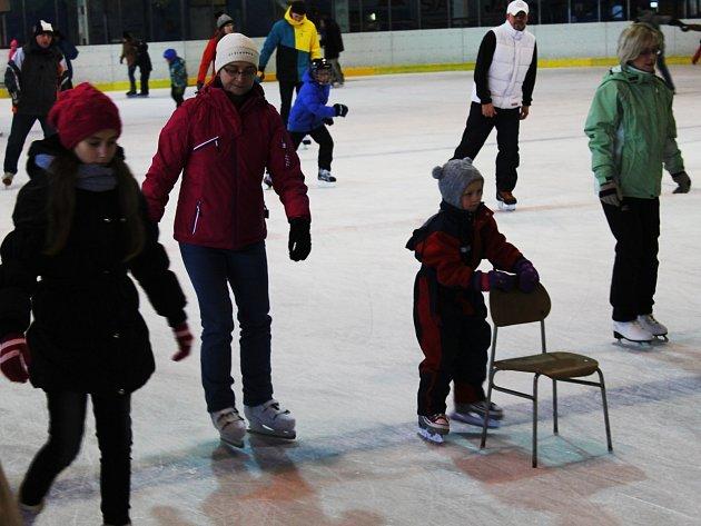 Zimní stadion navštěvují pravidelně desítky lidí.