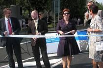 S rozporuplnými pocity sledovali lidé slavnostní zprovoznění silnice I/50 v Bučovicích po rekonstrukci. Po měsících klidu totiž opět Bučovicemi začnou jezdit tisíce aut.