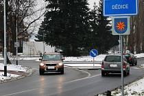 Dědické občanské sdružení EkoAktivity je proti stavbě západního obchvatu Vyškova natolik, že usiluje o osamostatnění Dědic od města. Ne všichni místní s ním nyní souhlasí.