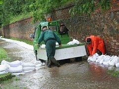 Loňské květnové záplavy ve Slavkově.