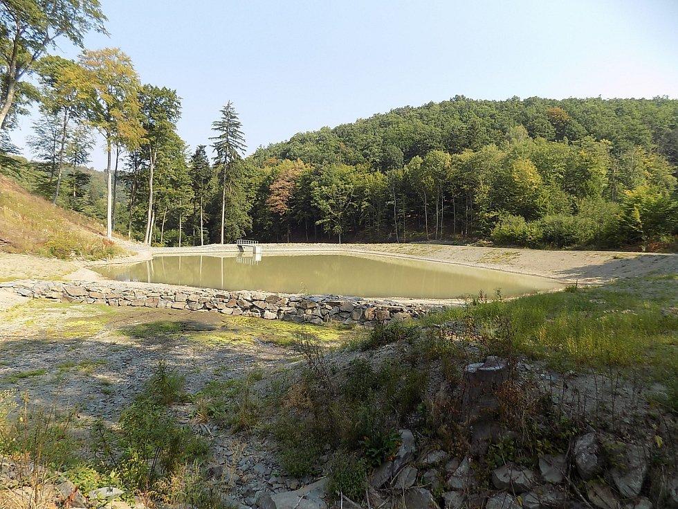 Vojenské lesy a statky se pustily do výstavby a obnovy rybníků. Na snímku rybník Jahodův žleb.