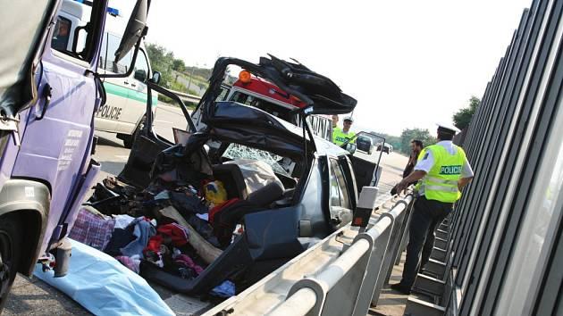 Vyšetřování dnešní tragické nehody na dálnici ve Vyškově.
