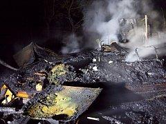 Zásah hasičů při požáru chatky v Bučovicích.