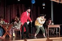 Ochotnickému divadlu se v Pustiměři daří. Přispívá k tomu i místní knihovnice Anna Hrozová.