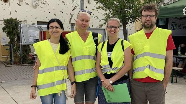 Martina Fürstová Stathopolou (druhá zleva) s dalšími dobrovolníky ADRA.