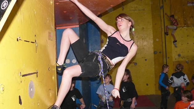 Pustiměřská lezecká stěna byla o víkendu dějištěm soutěže v lezení na obtížnost. Jak na hochy, tak i na dívky čekala jasně stanovená cesta. Ne každý dolezl až do kýženého topu.