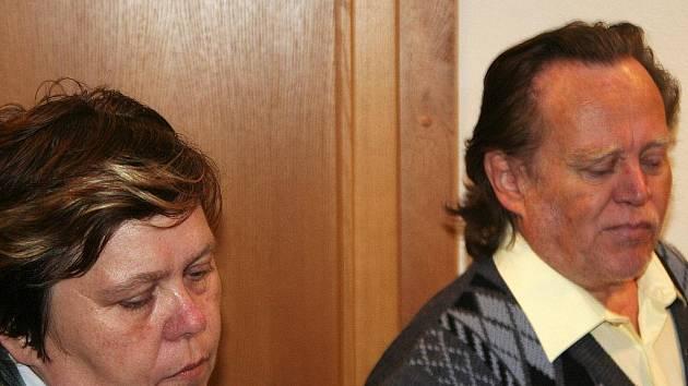 Manželé Rosnerovi dostali za týrání svěřených dětí dvouletou podmínku.