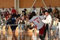 ELITA. Do vyškovské haly v Purkyňově ulici se sjeli na konci února nejlepší čeští nohejbalisté, aby zabojovali o mistrovský titul ve dvojicích. Domácí se mezi nejlepšími neobjevili.