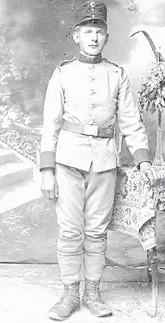 Mikuláš Jakubčík v uniformě rakouskouherské armády.