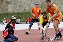 Florbalisté bučovického Sokola (v oranžovém) při loňském první ročníku turnaje