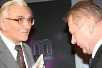 Bohumír Zedník (vlevo) při slavnostním vyhlášení ankety s bývalým předsedou Orla České republiky Ladislavem Šustrem.