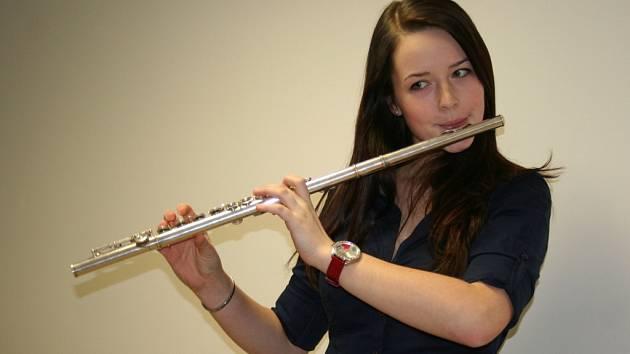 Sedmnáctiletá Petra Růžičková z Vyškova sklízí úspěchy ve hře na příčnou flétnu a také na klavír. K tomu ještě stíhá péct na zakázku dorty a v budoucnu se chce stát zubařkou.