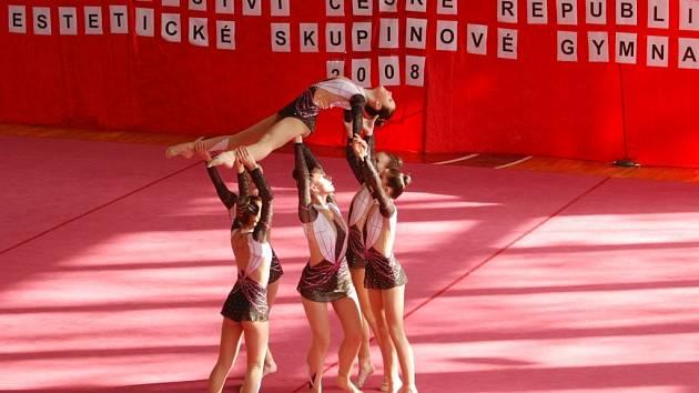 Gymnastky Traska Vyškov sklízely medaile na mistrovství republiky v Brně. Juniorky se díky svému druhému místu probojovaly na mistrovství světa ve španělské Cartageně.