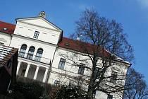 Habrovanský zámek, kde je dnes domov s pečovatelskou službou pro postižené, byl dlouhá léta sídlem Gomperzů.