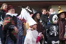 Starší ročníky si přišly do vyškovského Hanáckého statku zavzpomínat na tradiční a hlavně poctivé zabijačky. Děti si zase vyrobily masku. Den zpestřilo vystoupení žongléřů a kejklířů.