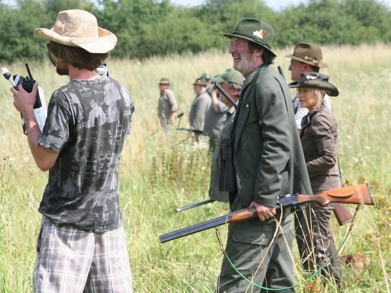 Tradiční akce s názvem Olšany open na Farmě Bolka Polívky (na snímku uprostřed) se letos nesla ve znamení veřejného natáčení filmu Hon. Bohatý program vyvrcholil jeho premiérou.