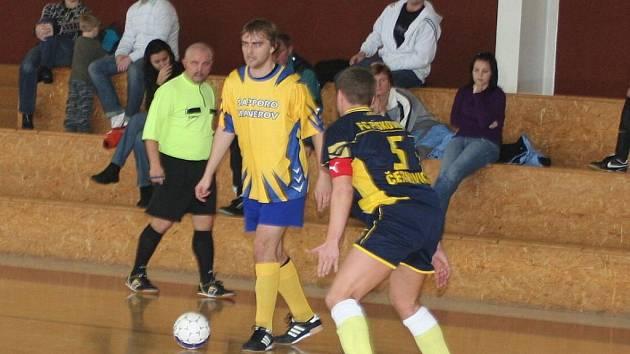 Futsal, krajský přebor: Sapporo Manerov (ve žlutém) vs. Pískovna Černovice