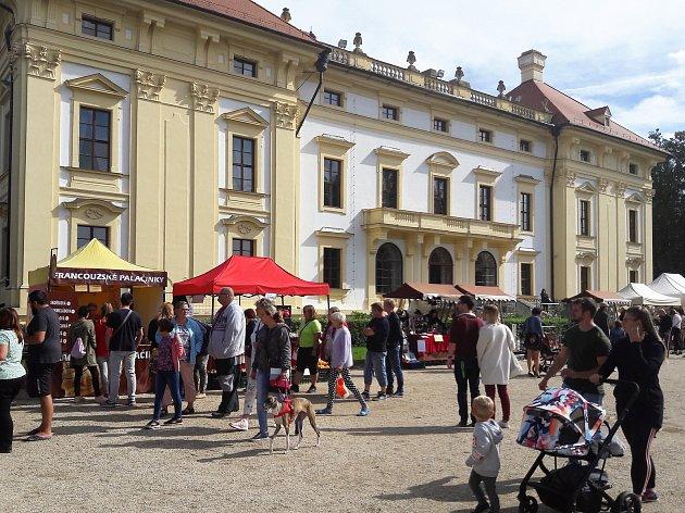 Zahrada slavkovského zámku patřila v sobotu Václavskému jarmarku.
