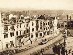 Zničené náměstí ve Vyškově po bojích při osvobozování města Rudou armádou.
