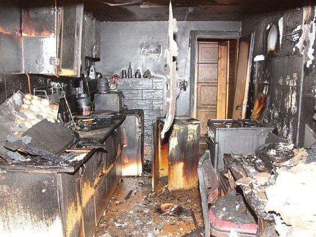 Policisté dopadli žháře z Brna, kterého obvinili z toho, že od roku 2012 na Vyškovsku zapaloval chaty, myslivecké posedy či kontejnery na odpad.