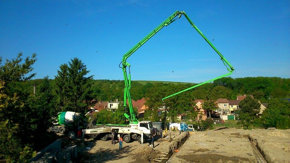 Výstavba nového bytového domu.