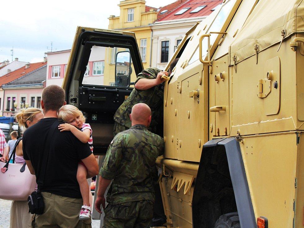 Masarykovo náměstí ve Vyškově ve čtvrtek dopoledne patřilo záchranným složkám. Akce přilákala stovky lidí, dorazili hlavně školáci.