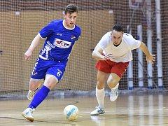 V posledním domácím utkání východní skupiny II. ligy futsalistů remizoval Amor Vyškov (v bílém) s Baníkem Ostrava 6:6.