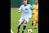V utkání fotbalové divize vyhrál tým MFK Vyškov ve Velkém Meziříčí 2:1. První branku hostů dal Petr Čoupek.