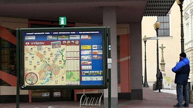 Informační tabule u vyškovského náměstí.