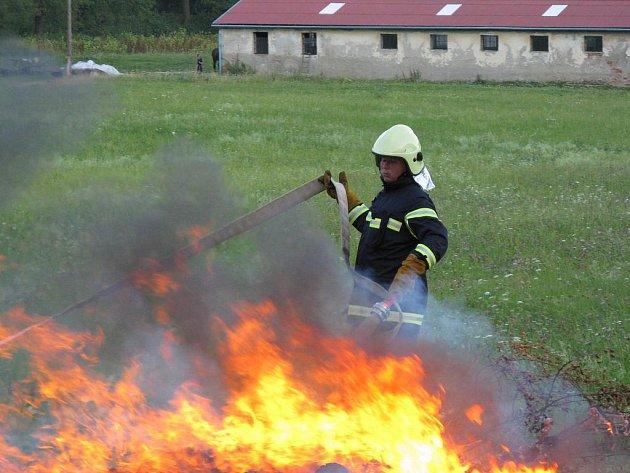 OHNI ZMAR. To je heslo Sboru dobrovolných hasičů Račice, který v obci funguje od roku 1891. Pravidelně se tamní hasiči účastní různých soutěží, pořádají akce pro děti a svépomocí si zvelebují hasičskou zbrojnici.