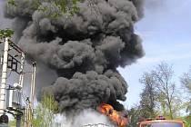 Požár spalovny Ekotermex v květnu 2005.