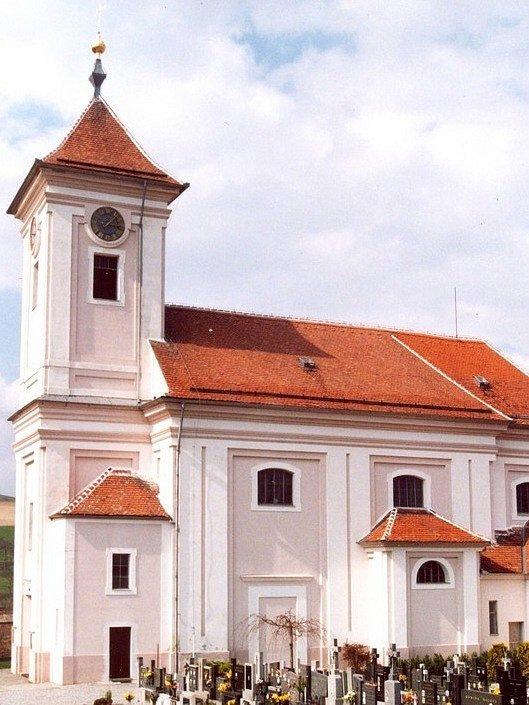 Farní kostel svatého Mikuláše v Letonicích.