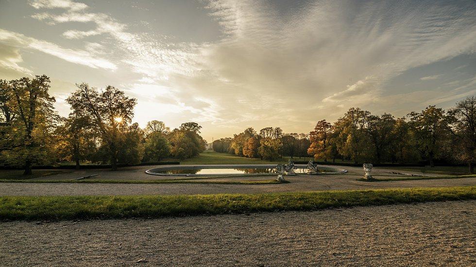 Sochy jsou v parku rozmístěné v ideových celcích a znázorňují vesměs mytologické bytosti a alegorie.