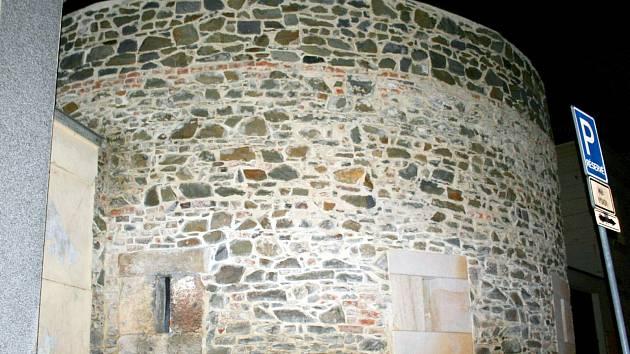 Rotunda patřící k areálu zámku je ve vlastnictví města.