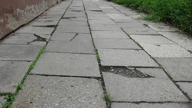 Lepší pohyb po ulicích města slibuje minulý týden schválený seznam chodníků.
