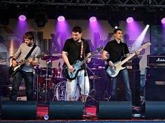 Tak jako většina jiných kapel, i Wake Snakes začínali s hraním písniček svých oblíbených skupin. Covery už dnes ale od nich jejich fanoušci neuslyší.