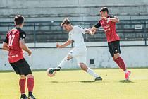 Druholigové body z Drnovic odvezlo Táborsko (červené dresy). Domácí MFK Vyškov porazilo 1:0.