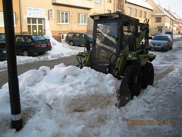 Stroje se praly s přívaly sněhu