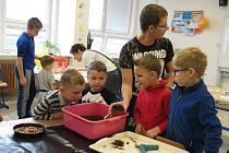 Děti experimentovaly s vědou.