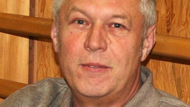 Předseda oddílu stolního tenisu a celé TJ Sokol Jan Hladký.
