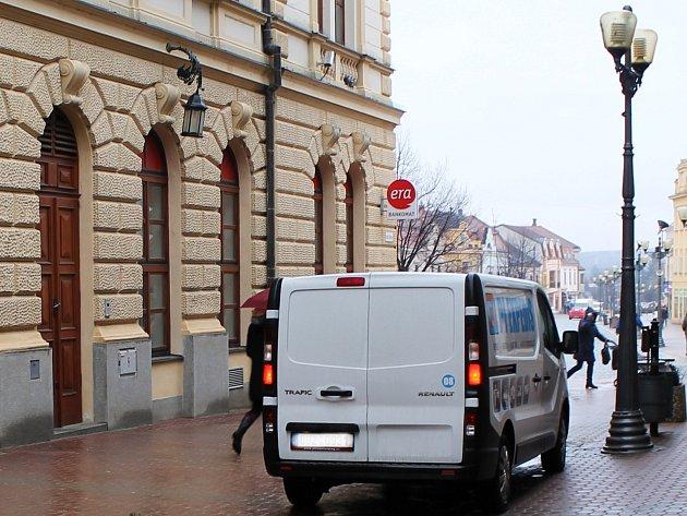 Auta vjíždí do ulice Jana Šoupala i přes zákaz vjezdu.