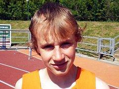Čtrnáctiletý Jan Osolsobě z Lulče závodně běhá za atletický klub AHA Vyškov.