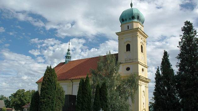 Kostel zasvěcený svatému Martinovi, který vzniknul v Lulči na místě zaniklého hradu, dal Liliové hoře současný název.