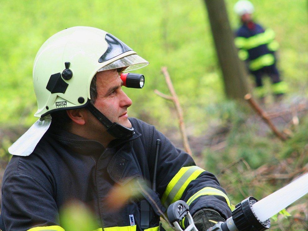 Taktické cvičení hasičů z Jihomoravského a Olomouckého kraje ve Vojenském újezdu Březina u Vyškova.