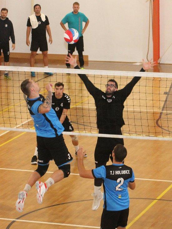 Volejbalisté TJ Holubice porazili v úvodním dvoukole II. ligy sokoly ze Šlapanic 3:0 a 3:2.